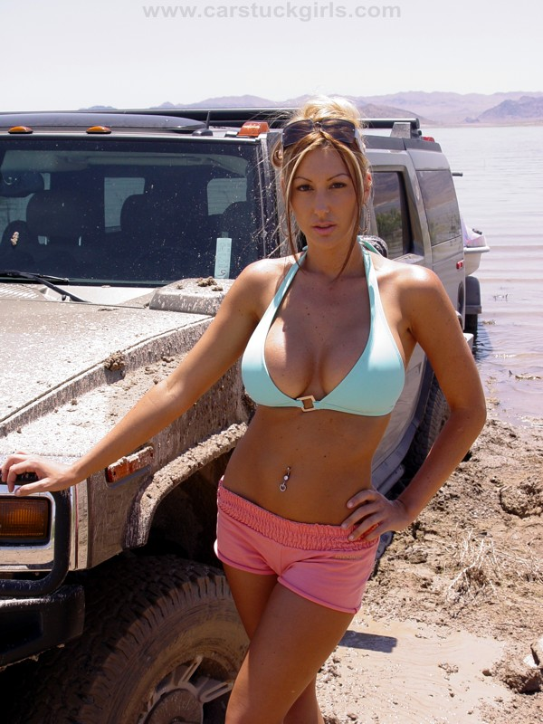 Jet Ski Girls Mud Stuck With Two Hummer H on 1995 Jeep Cherokee Sport 4x4