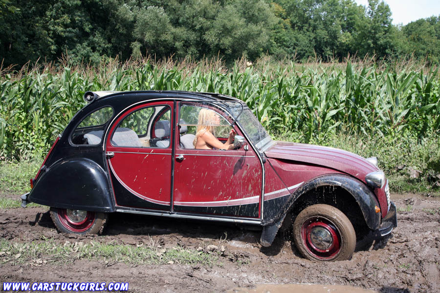 sexy hot blonde stuck in mud with citroen 2cv ente