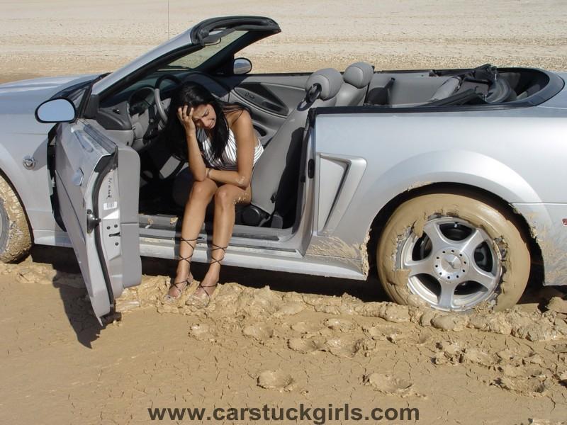 голая на машине фото